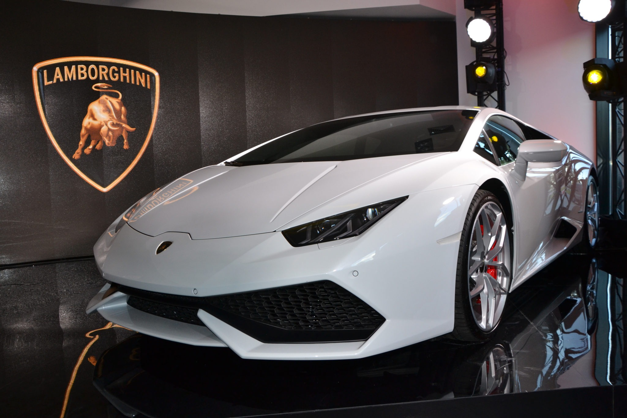 Lamborghini Huracán ppe François Vatican Sotheby's
