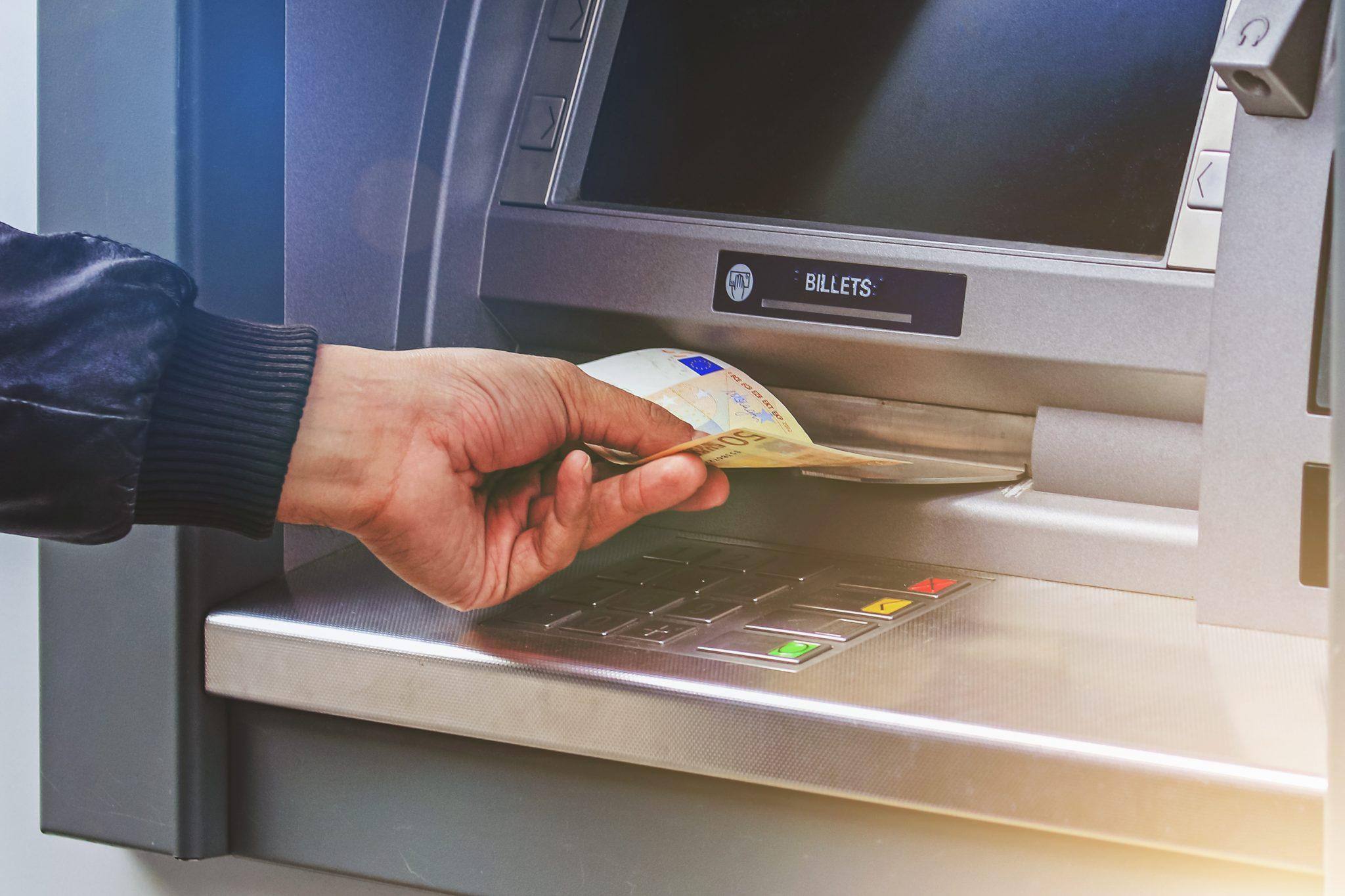 Banques néobanques acpr distributeur dab