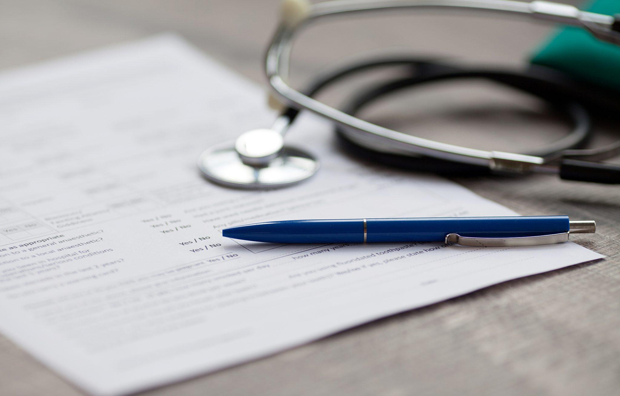 Le renoncement aux soins concerne davantage les femmes et les personnes rencontrant déjà des difficultés avant la crise sanitaire, selon une enquête de l'Assurance Maladie et de l'Odenore.