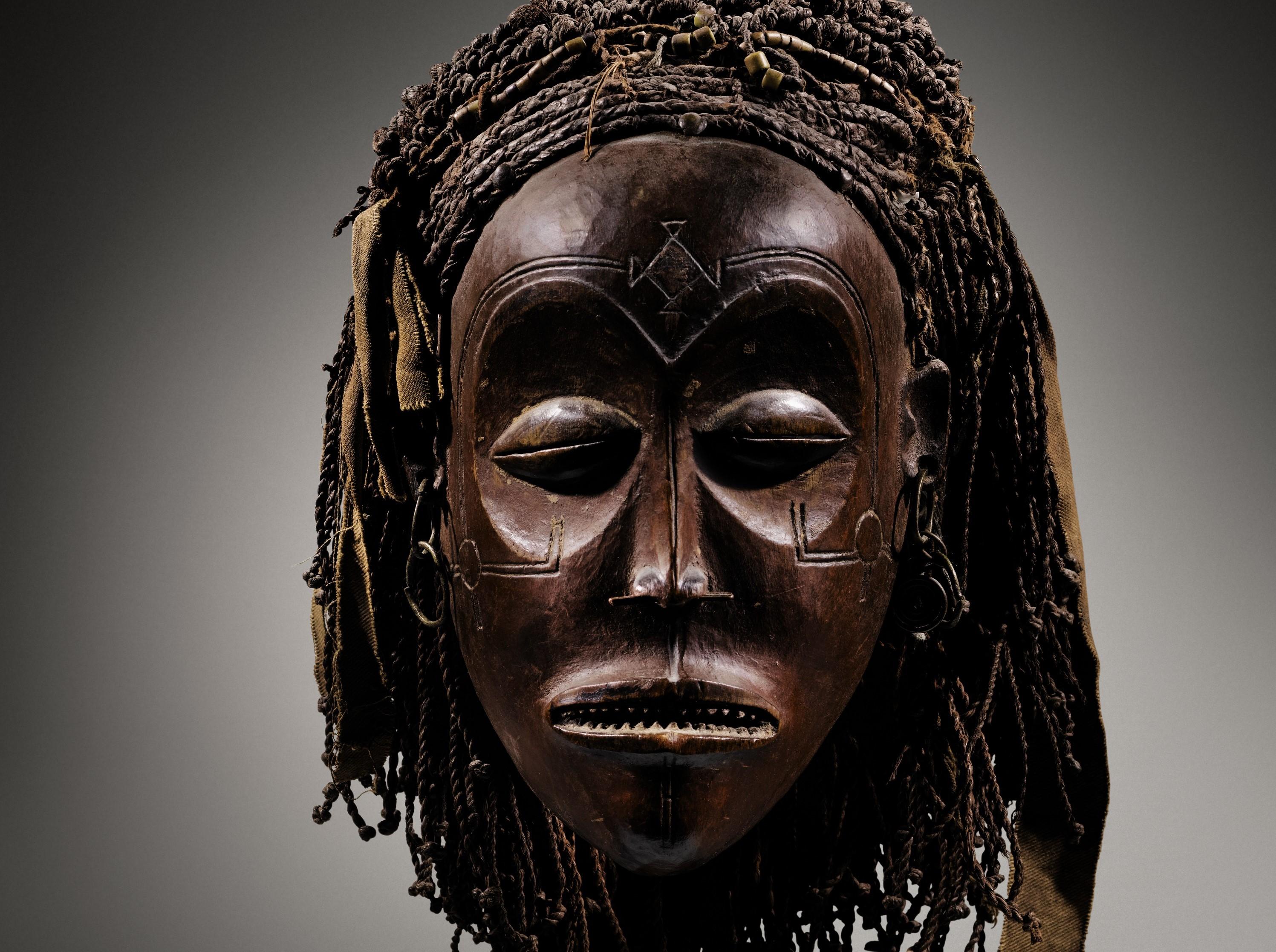 MASQUE Chokwe, Angola. Haut. 21 cm. Estimation : 200.000-250.000€.