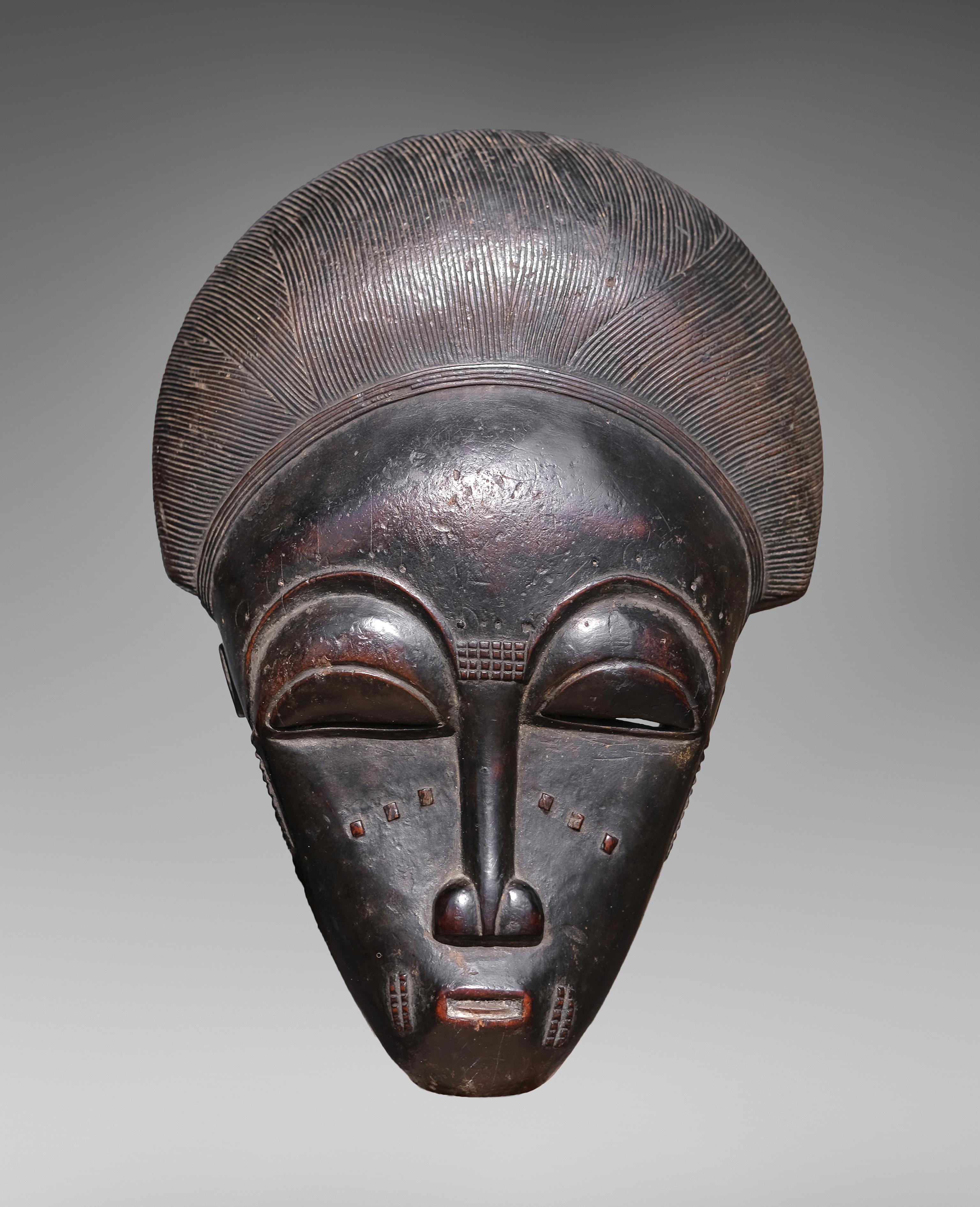 Masque portrait ndoma ; Côte d'Ivoire, XIXe siècle, galerie Olivier Castellano. Copyright : Hughes Dubois.